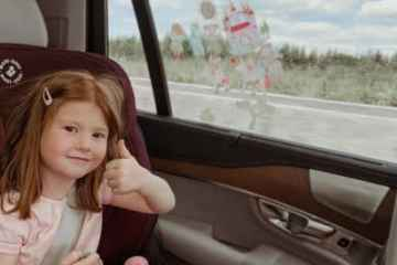 kids entertained in the car, car entertainment for kids, trip with children, traveling with children