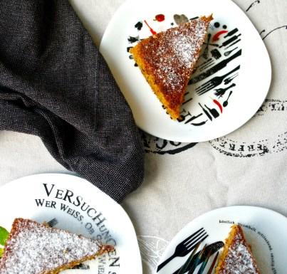 Karottenkuchen // Rübli Schnitten // Carrot Cake by http://babyrockmyday.com/ruebli-schnitten/