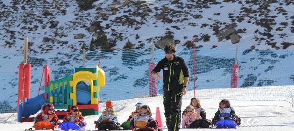 Esquiar con ni os en la estacion de formigal for Jardin de nieve formigal