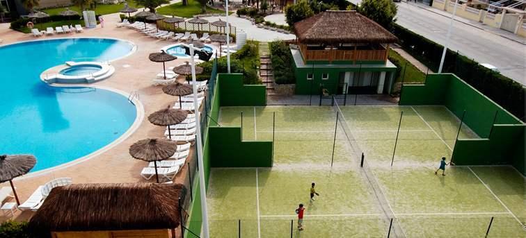 Piscina y zona deportiva