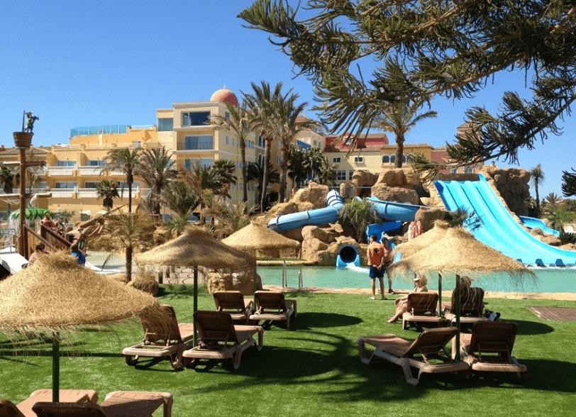 Hotel para niños  con Barco Pirata Evenia