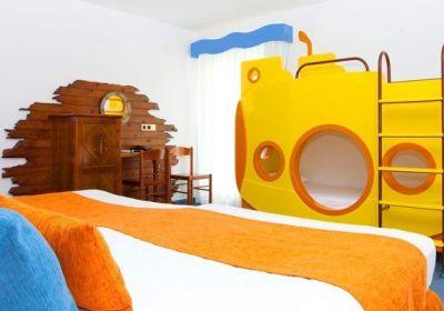 hotel con habitaciones temáticas
