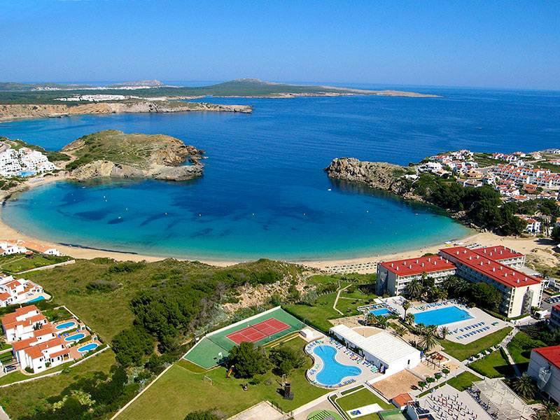 Un hotel con toboganes y barco pirata en Menorca