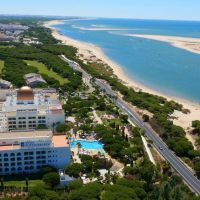 Un hotel con toboganes y piscinas temáticas en Huelva: Playa Cartaya Spa Hotel
