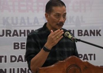 Direktur Utama Bank Jambi, Dr. H. Yunsak El Halcon, S.H.,M.Si.