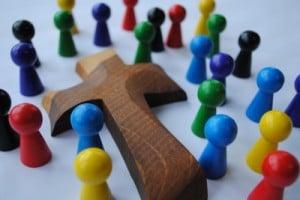 Gemeinschaft unterm Kreuz (c) Hajo Rebers / pixelio.de
