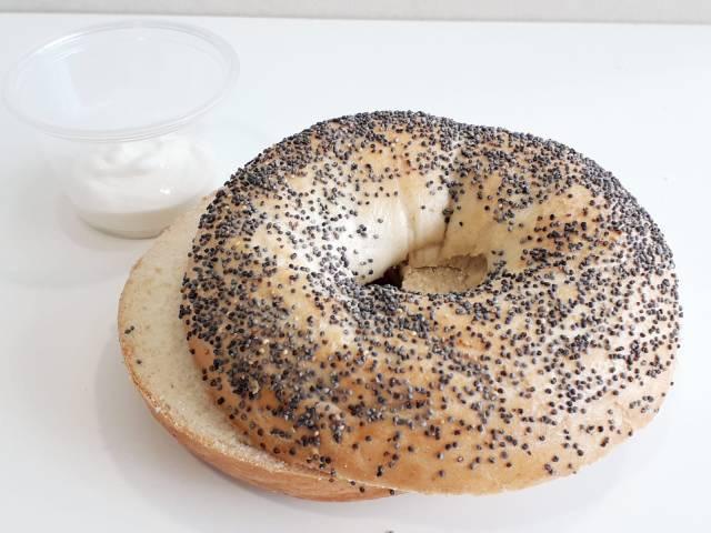 Bagel de semillas con Queso crema 6