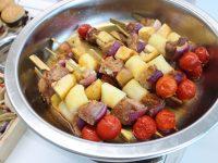 Brochetas de solomillo con patatas y manzana Granny 14