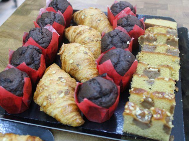 Mini muffins de chocolate y cake de toffee con avellanas (12 unidades) 11