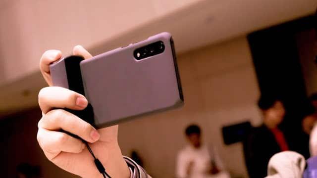 - DSC01182  2 - รีวิว Just Mobile ShutterGrip อุปกรณ์ที่ช่วยให้ถ่ายรูปด้วยมือถือได้ง่ายขึ้น ประหนึ่งถือกล้องคอมแพค