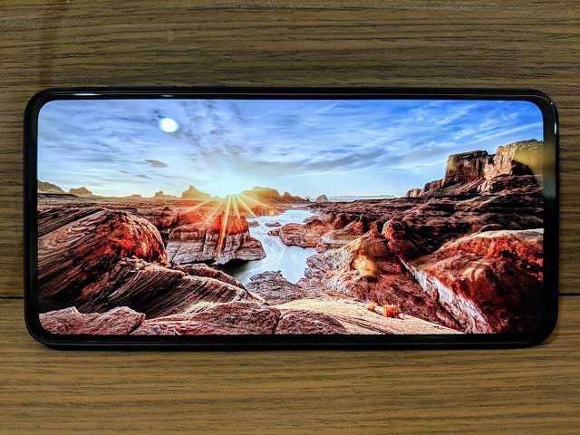 - IMG 20190204 210054 - รีวิว Xiaomi Mi MIX 3: สเปกโหดสะใจ จอไร้ขอบไร้ติ่งเต็มตา วัสดุเซรามิกหรูหรา ในราคา 18,999 บาท