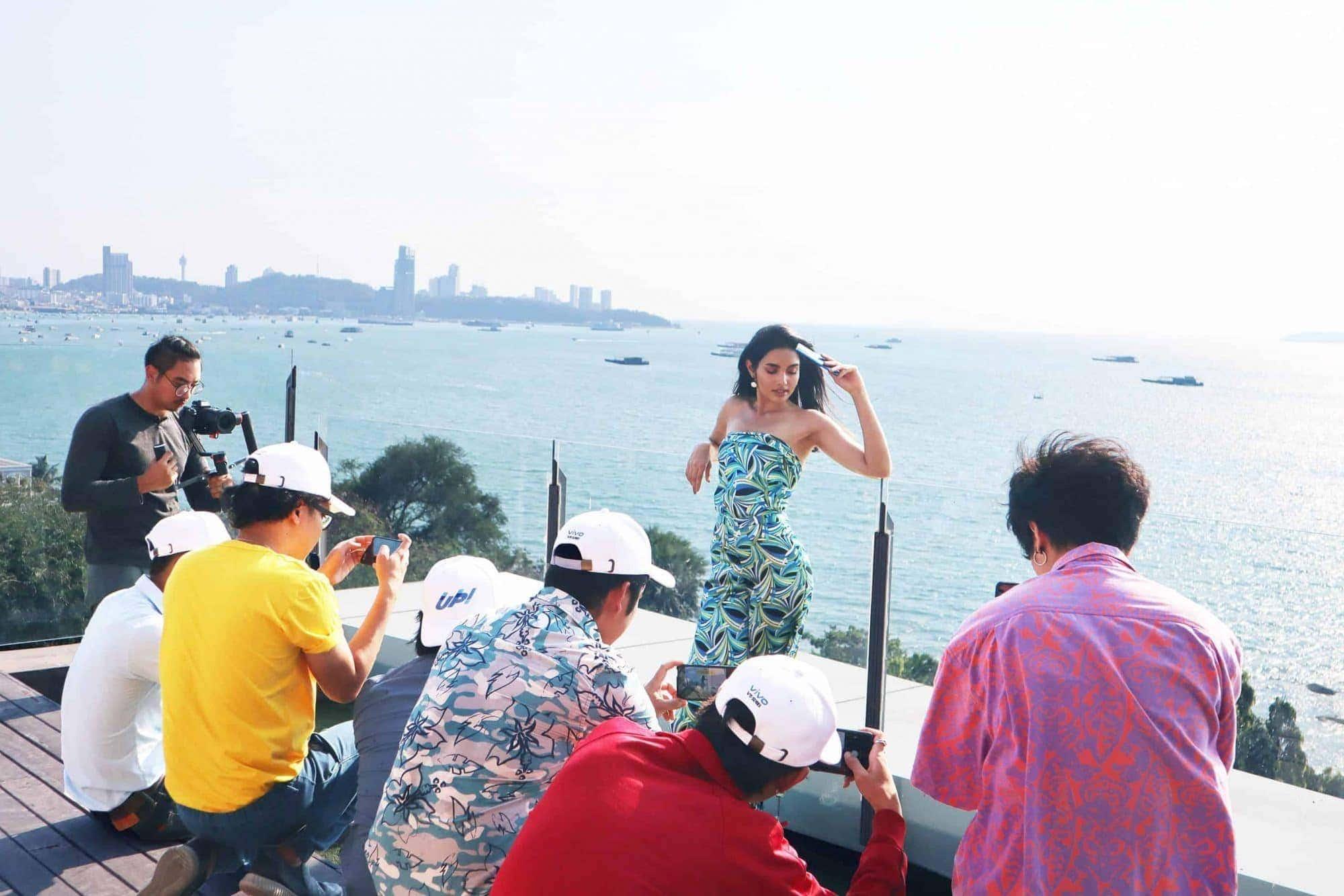 "- Vivo ประเทศไทย พาผู้โชคดีเดินทางไปร่วมทริปเอ็กซ์คลูซีฟ Vivo V15 Coming ""UP"" Summer สุดหรูริมหาดพัทยา"