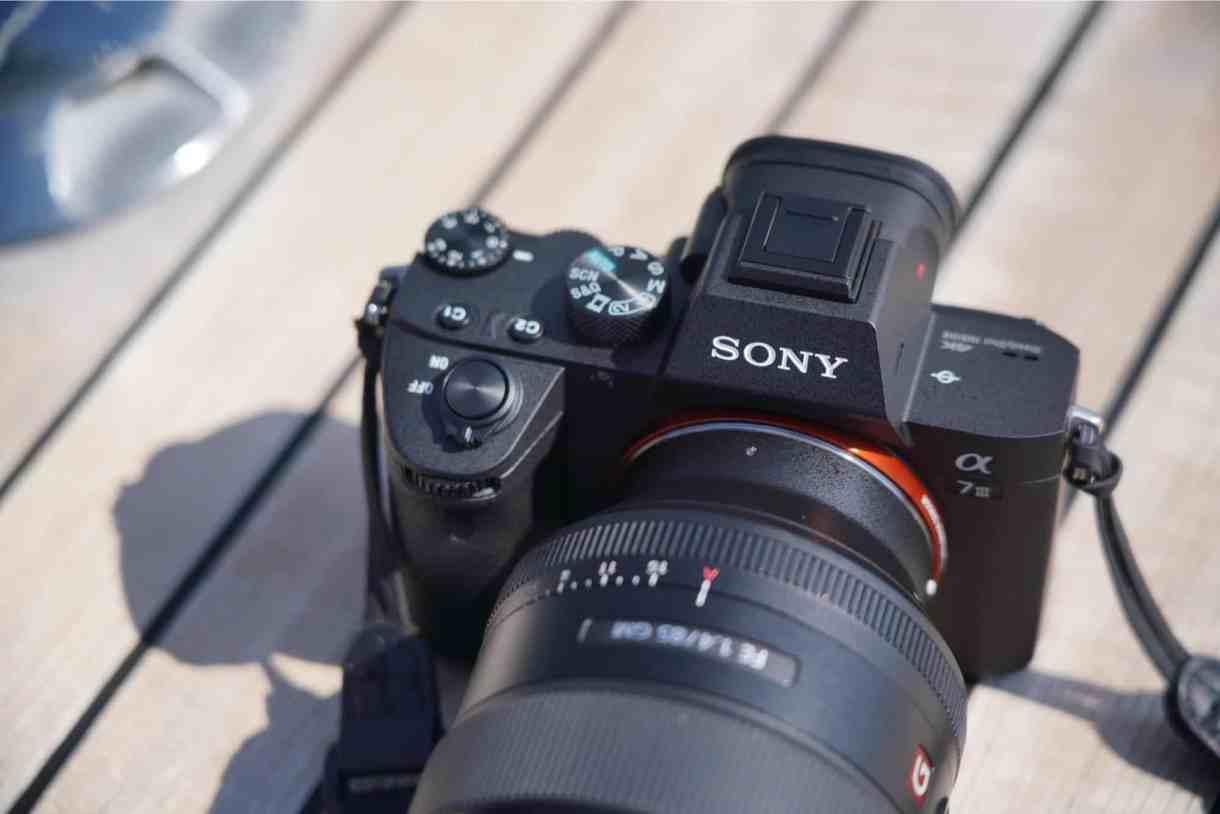 - Pic Sony A7 III 012 1 - Sony α7 III ชูเทคโนโลยีสุดล้ำยกระดับมาตรฐานกล้องดิจิตอล