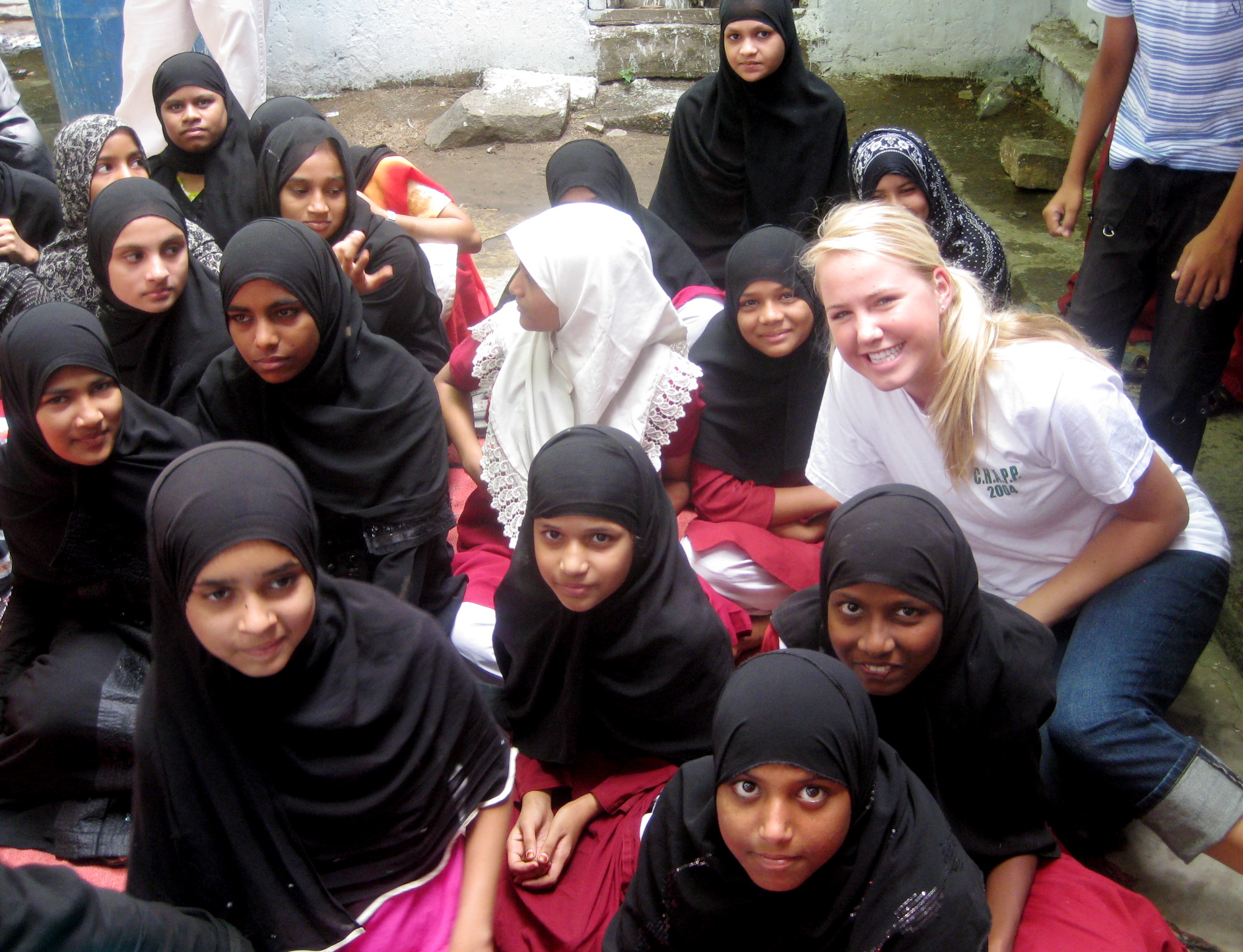 Hannah Cessler (far right), Back2Back India 2009 summer intern