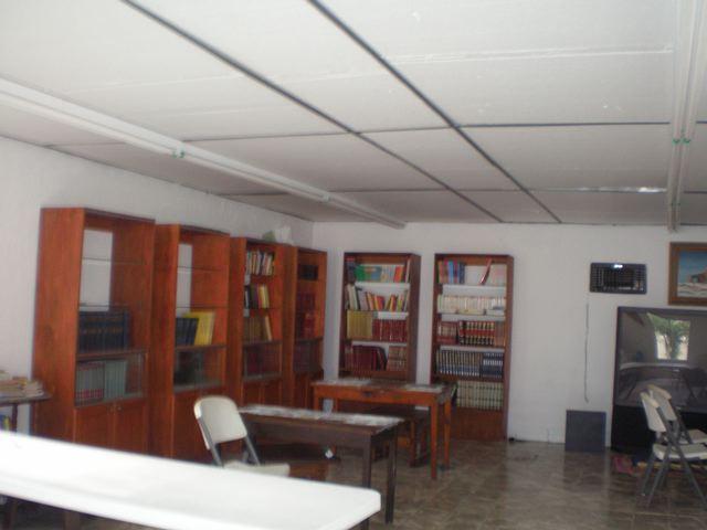 The library at Casa Hogar Douglas