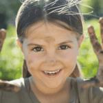 Микроби антидепресанти в почвата: Как земята ни прави щастливи