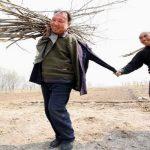 Незрящ и човек без ръце заедно посадили над 10 хиляди дървета в Китай