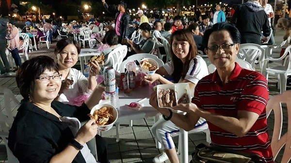 Seafood 'n' beer festival at Taiwan's tourist fishing harbor 3