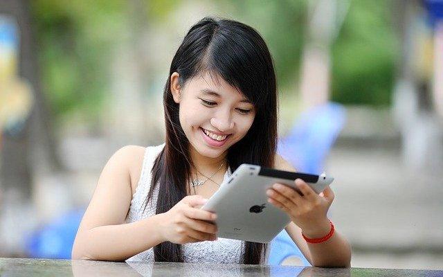 iPad Tablet Girl