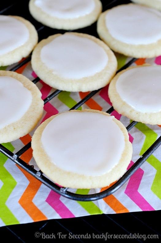 Meltaway Cookies - these are so addicting! #meltaways #buttercookies #cookies