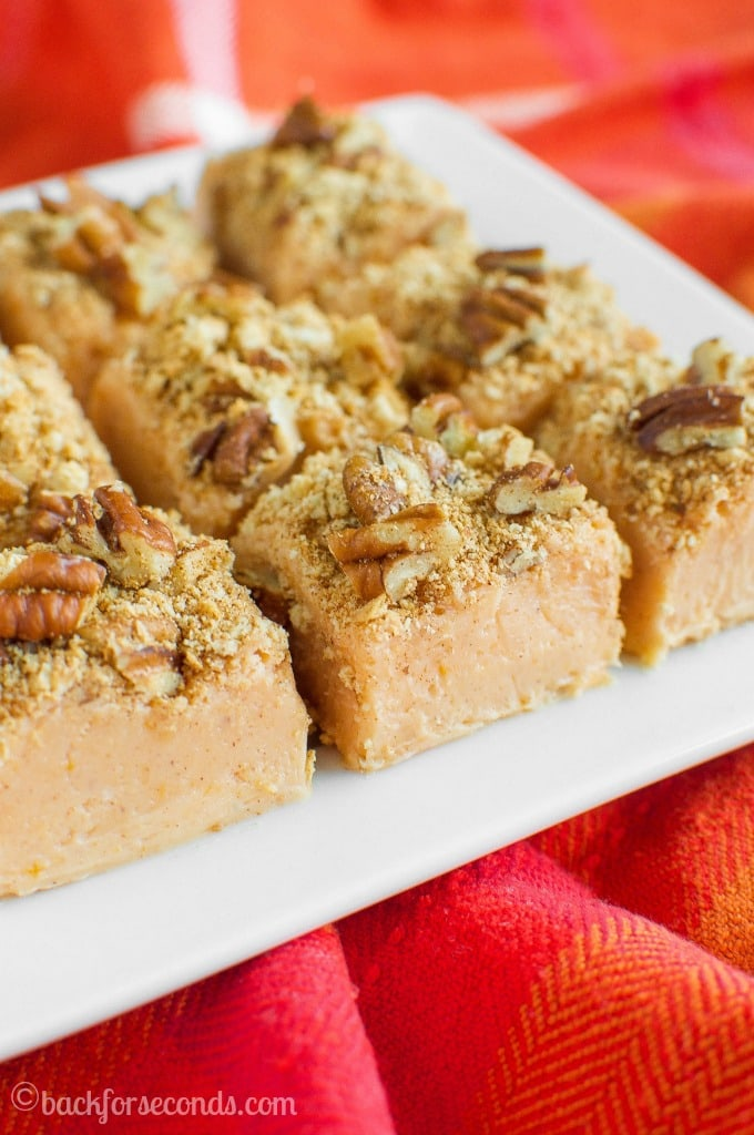 no-fail-pumpkin-pie-fudge-with-a-crunchy-pumpkin-spice-pecan-topping-has-all-the-festive-flavors-of-pumpkin-pie-in-an-easy