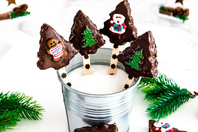 Spekulatius Weihnachtsbäumchen-Kuchen am Stiel