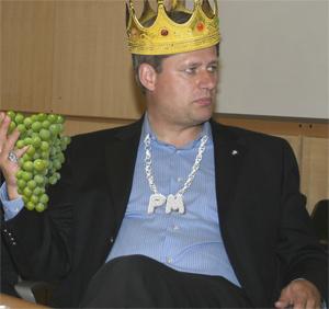 stephen_harper_w_grapes