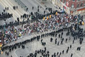 Image: Police officers kettling crowd