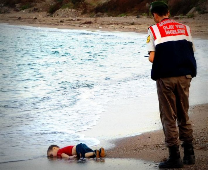 Dead Syrian boy on beach