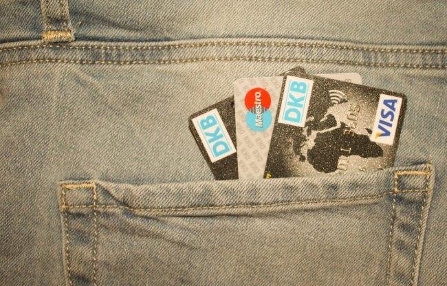 Kreditkarte Hosentasche bezahlen