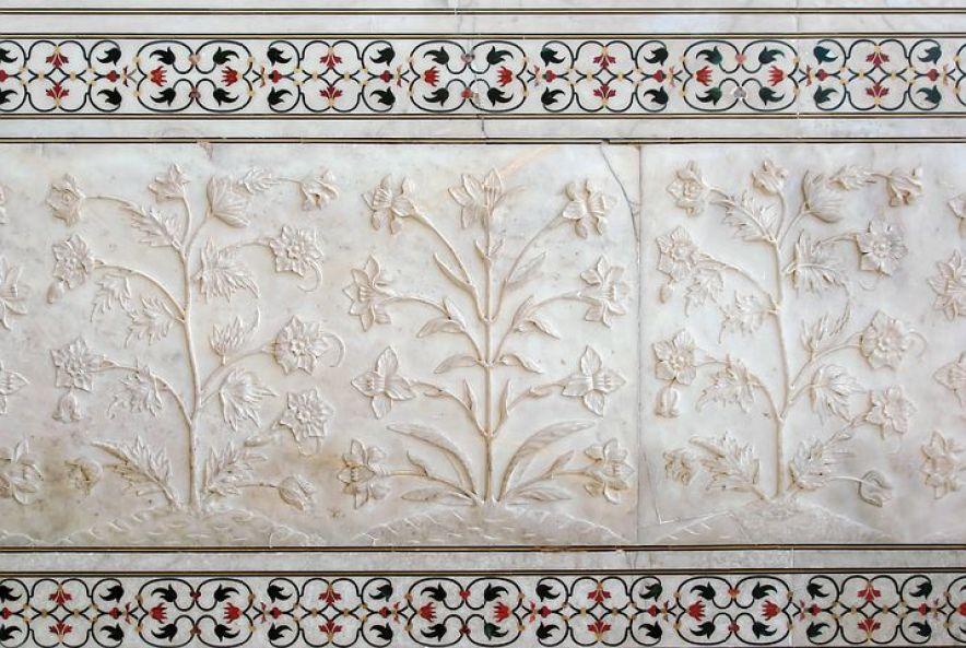 タージ・マハルの壁に施された花の装飾