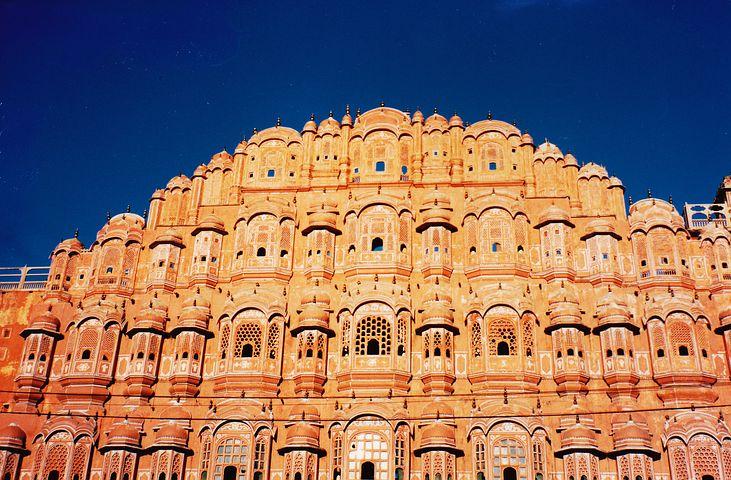 ジャイプールの優雅なシンボル 風の宮殿(Hawa Mahal)
