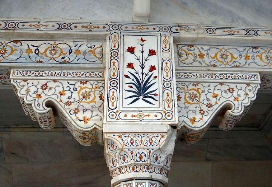 アーグラ城の内部装飾 どの角度から見ても完璧に美しい