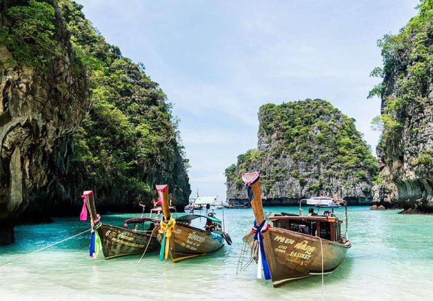 タイ・プーケット マリンブルーの海