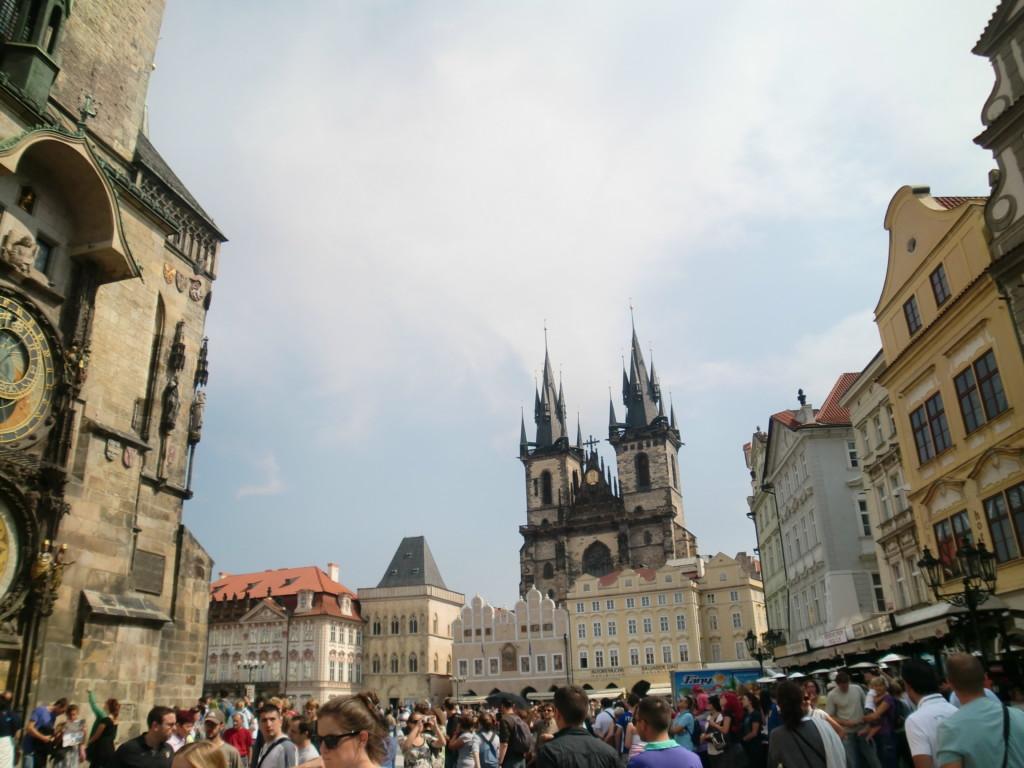 14世紀にカレル4世のもとで黄金時代を迎えたチェコの首都プラハ