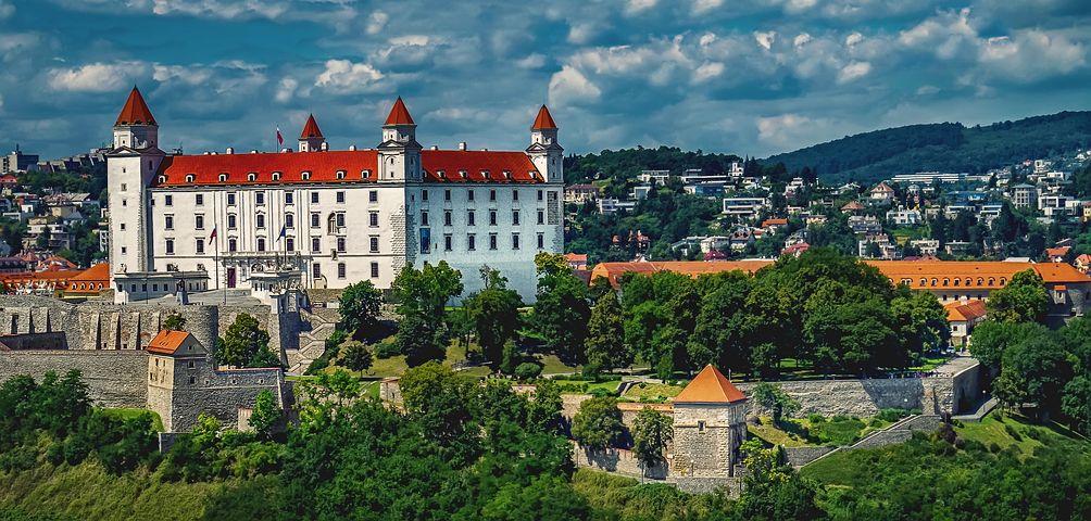 ドナウ川沿いに建てられたスロバキア城