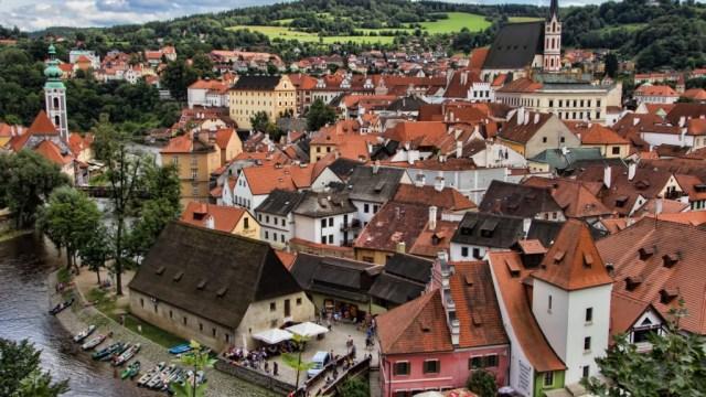 首都プラハから世界遺産チェスキークルムロフ歴史地区は電車で3時間