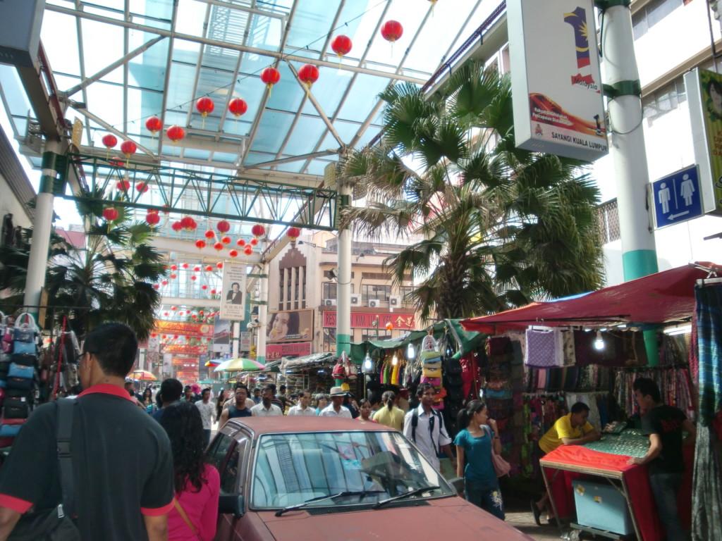 チャイナタウン周辺は東南アジアらしいゴチャゴチャ