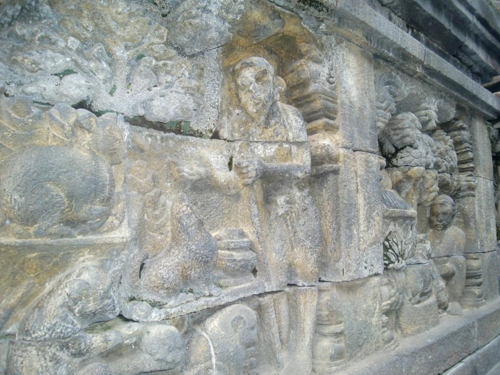 回廊に装飾されたレリーフの総延長は5km
