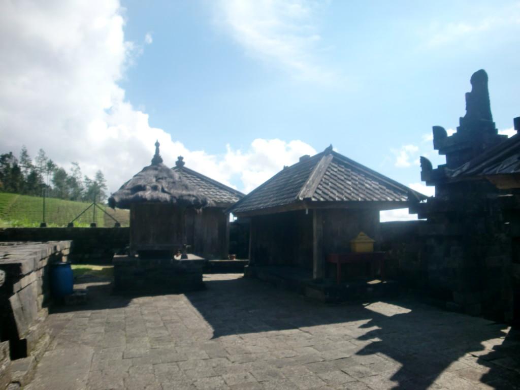 チュト寺院にも巨大な性器の像があります。