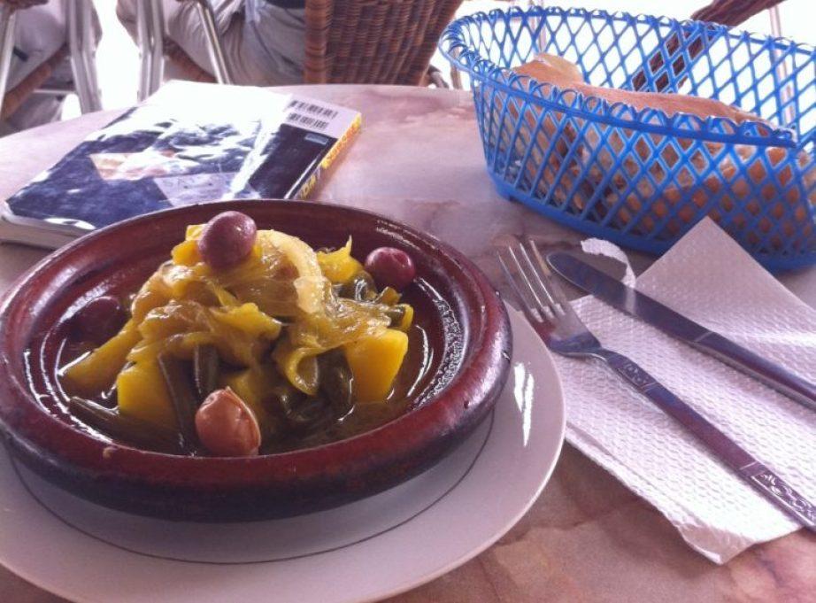 タジンは、モロッコ人が毎日食べている煮込み料理