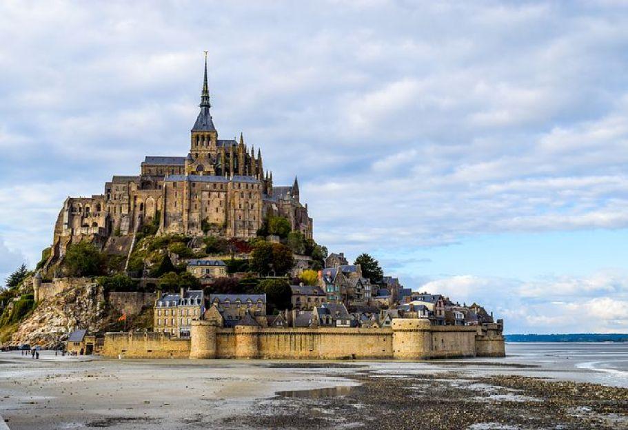 『モン=サン=ミシェルとその湾』及び『フランスのサンティアゴ・デ・コンポステーラの巡礼路の一部』