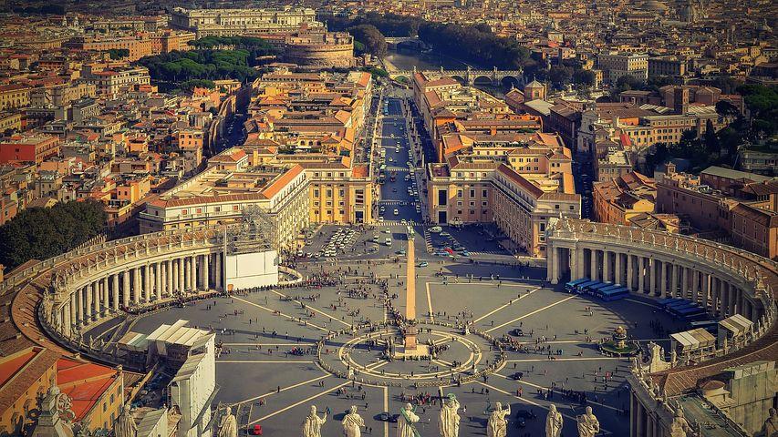 国土全域が世界遺産に登録されている『バチカン』は、ローマの中にある人口1000人程の世界で1番小さい国。