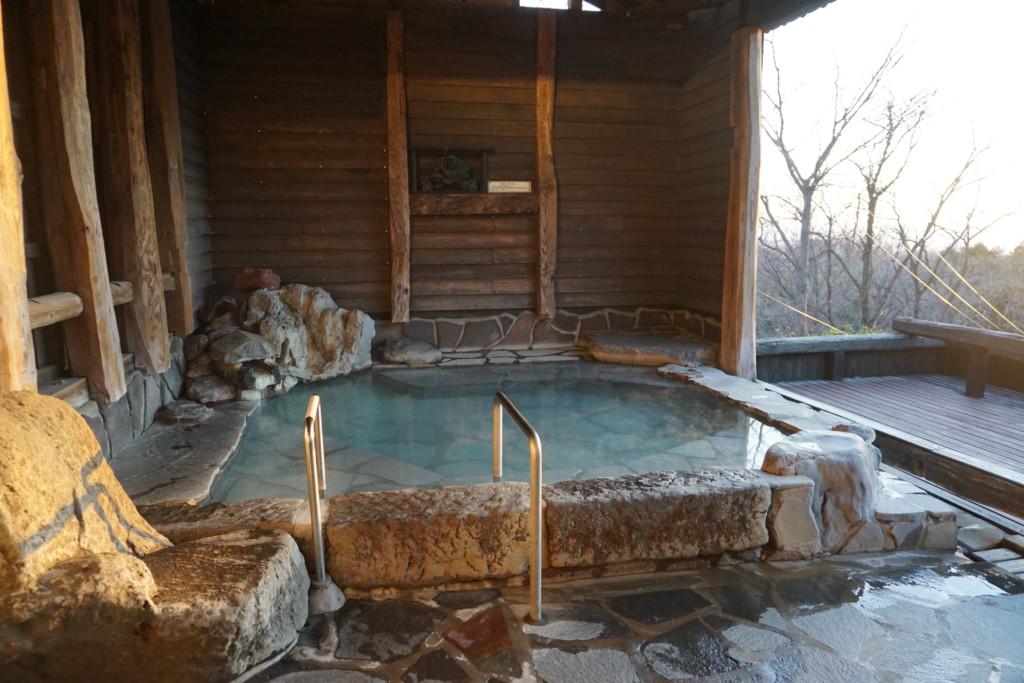 バリアフリー対応の半露天風呂『鹿の湯』