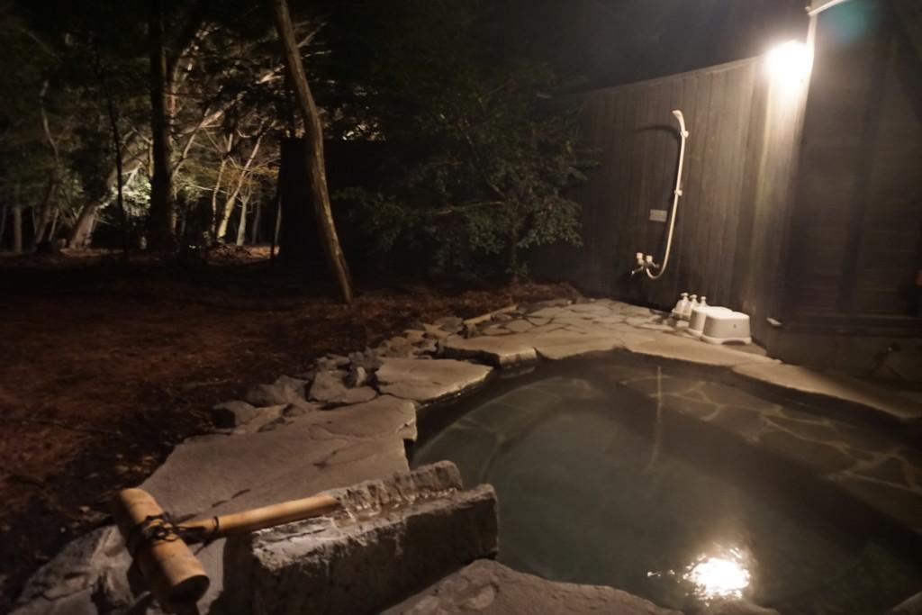 原生林の中の天然温泉『ひのきの湯』