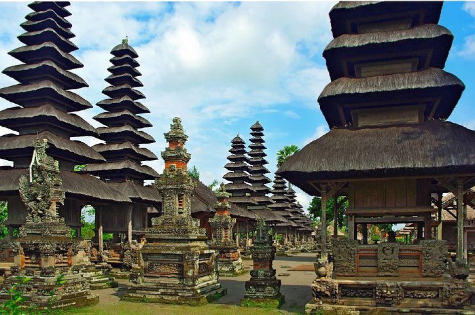 島民の90%がバリ・ヒンドゥー教に基づいた伝統文化を営む