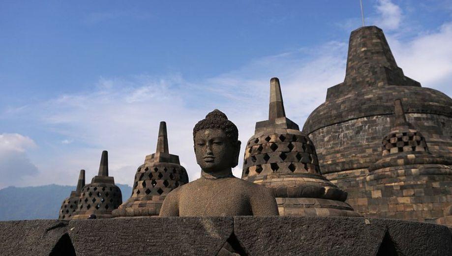壮大な大乗仏教の遺跡『ボロブドゥール』