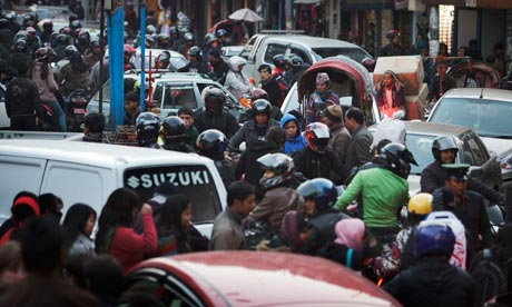 MDG : Raod safety in Nepal : Traffic and pedestrians congest the streets in Kathmandu