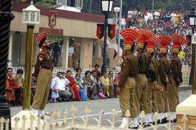 640px-Wagah_border_indian_bsf