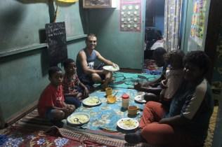 Havin' dinner with Nani & her 3 kids Kesa, Maku & John